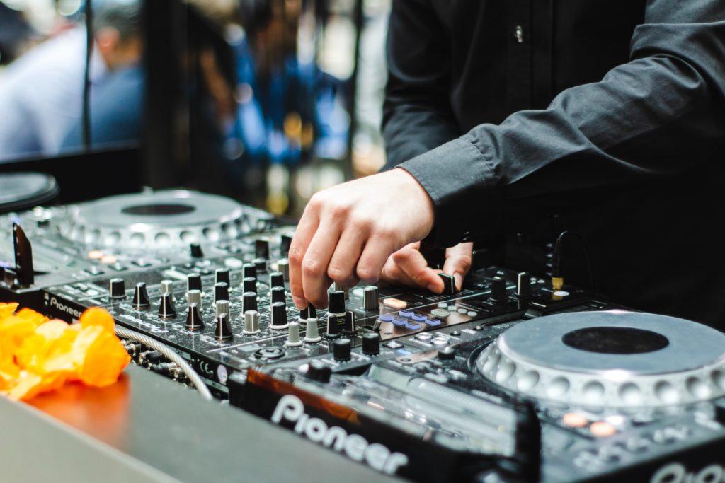 Kręcenie hiperparametrami jak DJ pokrętłami